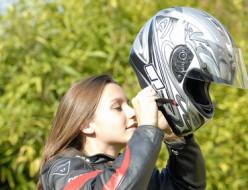 ヘルメットを一瞬で骨伝導スピーカーに変身